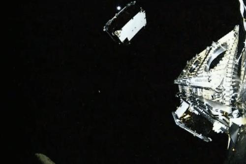 Image de la vidéo d'une caméra embarquée du déploiement d'un des 11 satellites OG2 d'Orbcomm lancé le 21/12/15 par une Falcon 9 (credit SpaceX)