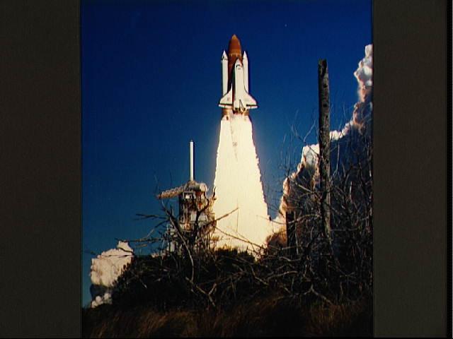 Décollage de Challenger, mission STS-51L, le 28 janvier 1986 (credit NASA)