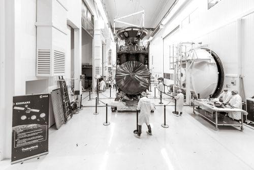 ExoMars chez Thales Alenia Space à Cannes avant son départ pour Baïkonour (credit TAS)