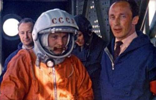 Youri Gagarine et Oleg Ivanovski juste avant le lancement (source Tezio, espace-passion)