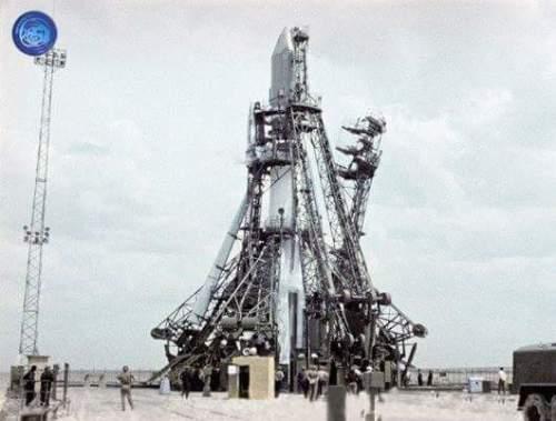 La fuse Semiorka emportant le Vostok 1 et Yuri Gagarine (source Tezio, espace-passion)