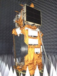 Le satellite Lomonosov en tests (credit Roscosmos)
