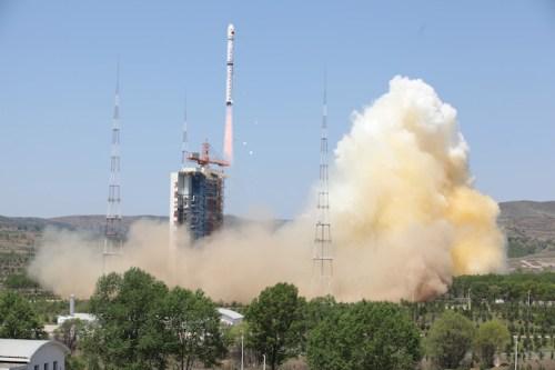 Décollage de Long March 4B le 31/05/2016 avec Ziyuan-3-02 et ÑuSat 1 et 2 à bord (Crédit: Xinhua)