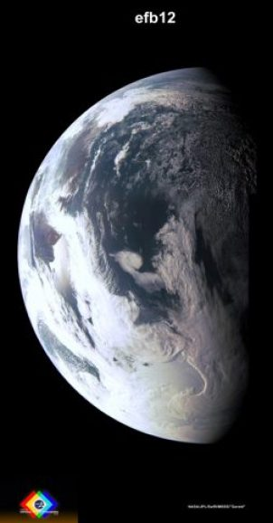 Photo traitée en couleurs du earth Fly By (survol de la Terre) de la sonde Juno le 9/10/2013 (credit NASA / JPL / MSSS / Gerald Eichstädt)