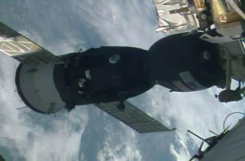 Amarrage réussi du Soyouz MS-01 à l'ISS (credit NASA TV)