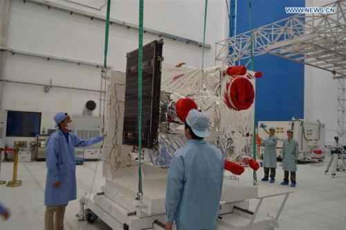 Le satellite QUESS, premier satellite expérimental quantique, en phase d'intégration en juillet 2016 (credit Xinhuanet)