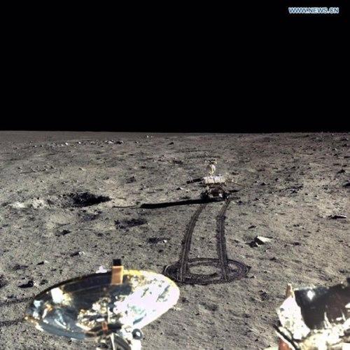 Photo du rover chinois Yutu prise par l'atterrisseur Chang'e-3 (credit CAST)