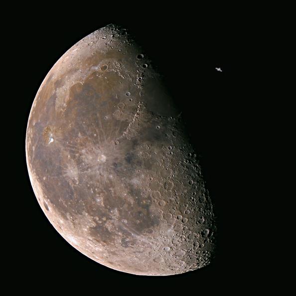 Transit de l'ISS devant la Lune le 22/09/2016 (credit Fanf)