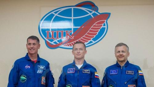 Expedition 49/50 (de gauche à droite) Shane Kimbrough, Sergey Ryzhikov et Andrey Borisenko, en conférence de presse avant vol le 18/10/2016 (Photo Credit: (NASA/Joel Kowsky)