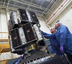 Les 8 satellites CYGNSS avant le lancement (credit NASA)