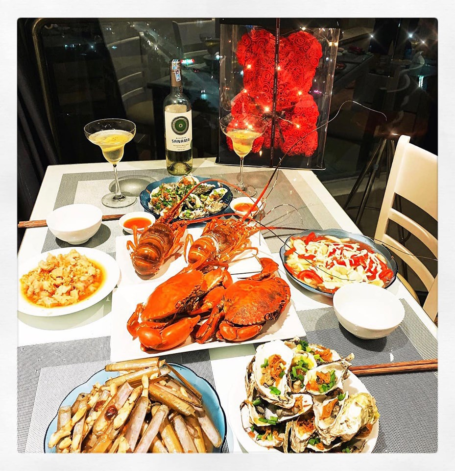 Mê mẩn bữa ăn hải sản Hạ Long tự nấu cho 4 người chỉ với 2 triệu đồng