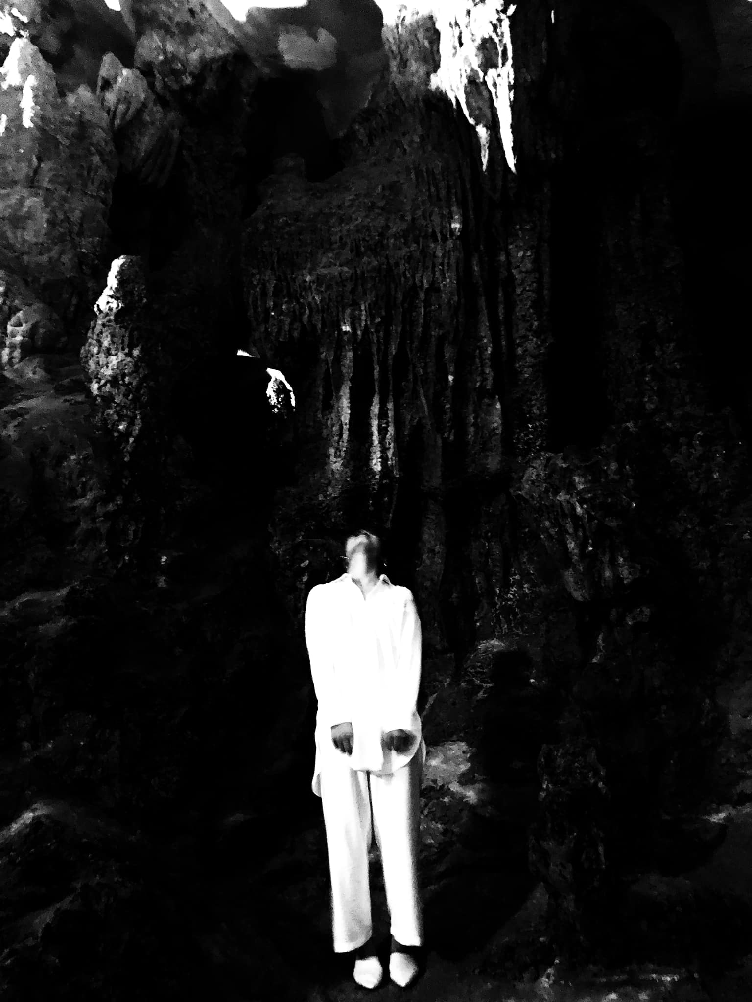 Phát sốt với loạt ảnh kinh dị trong hang Sửng Sốt theo đúng nghĩa đen