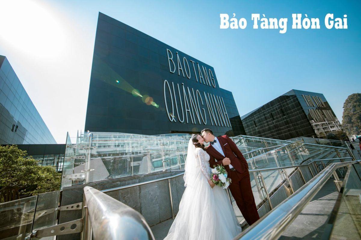 Cặp đôi chụp ảnh cưới tại Bảo tàng Quảng Ninh