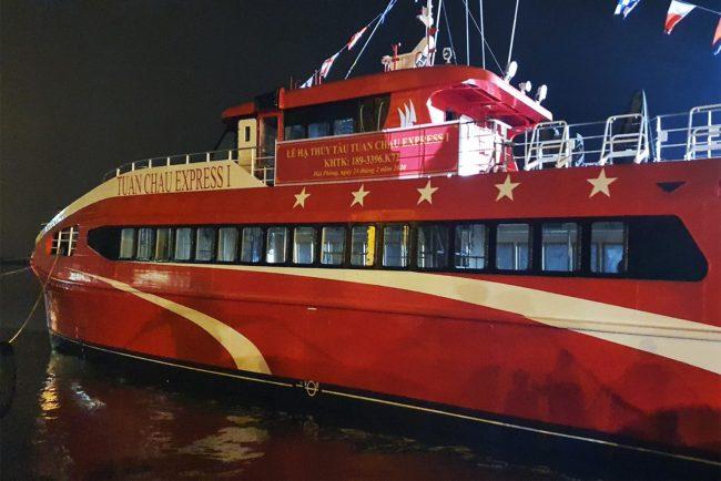 tàu tuần châu express trong lễ hạ thủy