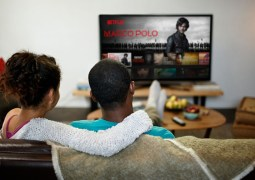 Netflix hits 139 million subs, but fears YouTube and Fortnite