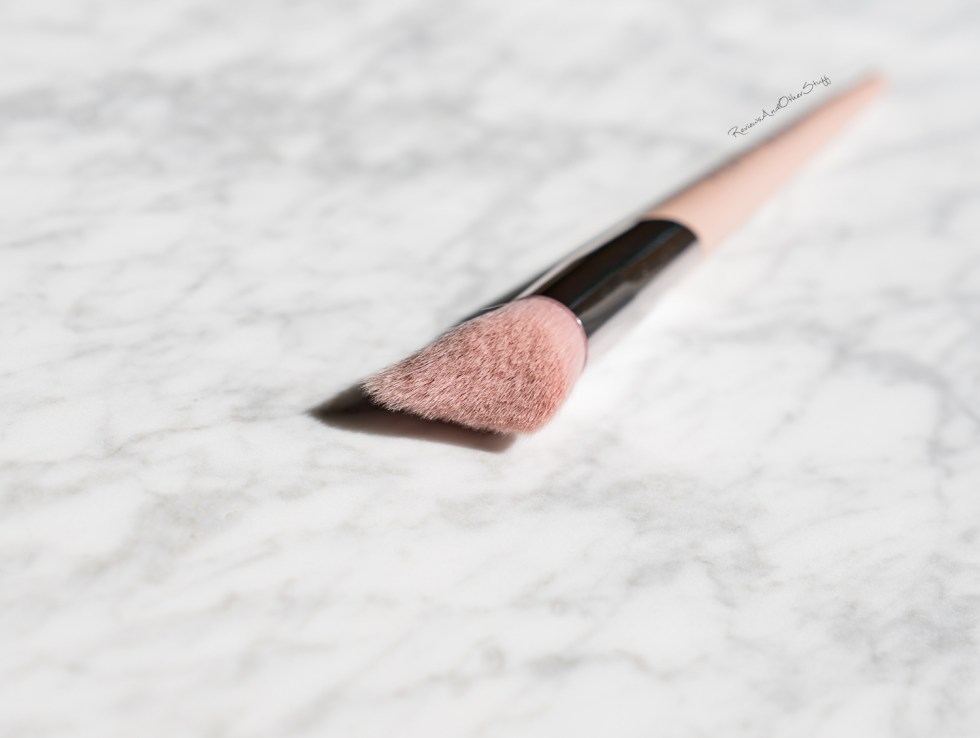 fenty Cheek-Hugging Highlight Brush 120 review