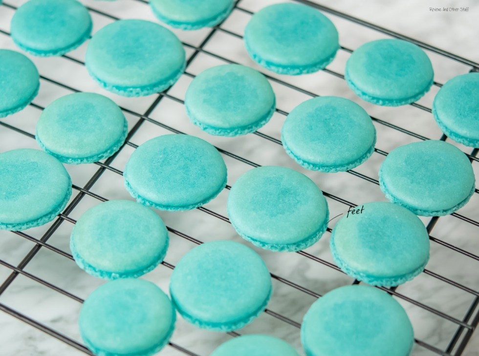 french macarons with feet