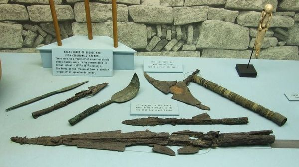 Tools found at Khami ruins founded after the fall of Great Zimbabwe: Image by Skyscrapper city.