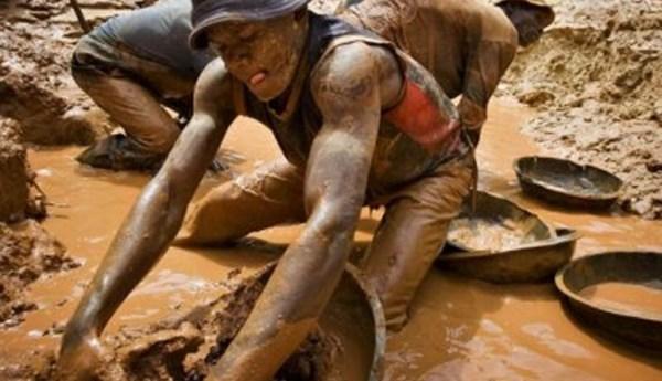 Korokoza's panning for gold. Image credit Bulawayo24.com