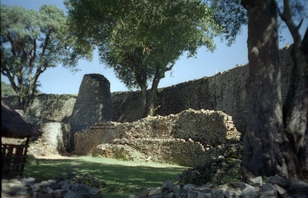 The Great Zimbabwe Walls. Image credit MediaWiki