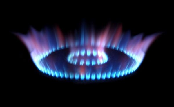 Different fuel have different flame colours. Images credit previewdns.com