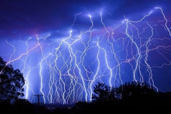 Lightining is a result of electrostatic discharge. Image credit zmescience.com