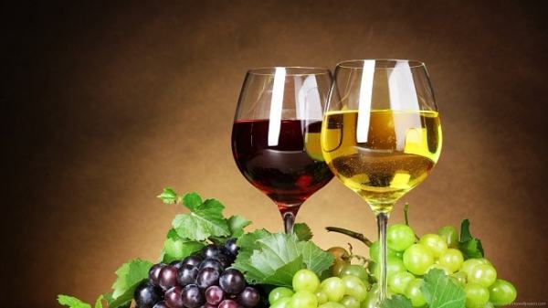 Glasses of wine. Image credit pickywallpapers.com
