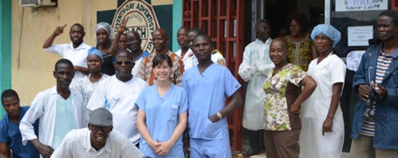 Foto: Personal del Hospital Adventista Cooper en Liberia durante la epidemia de ébola. Foto: ahiglobal.org.