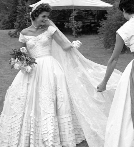 vintage-wedding-dresses-Jackie-Kennedy-jewelry