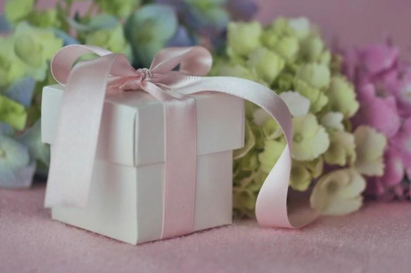 dicas de etiqueta - presente para noivos na festa de casamento - revista icasei