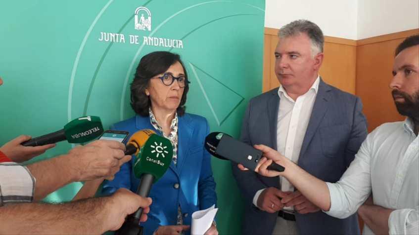 Sector fresero asume la necesidad de cambios y acuerda con la Junta medidas contra el abuso y acoso a temporeras