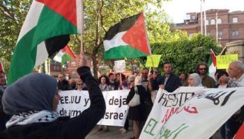 """[EFE] """"Centenares de personas convocadas por asociaciones pro-Palestina protestan ante las puertas del Parlament de Catalunya"""" Manifestacio%CC%81n-propalestina-en-Madrid"""