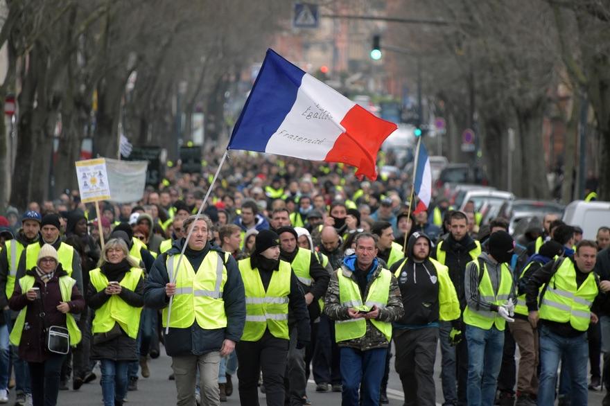 """La revolución de los """"chalecos amarillos"""" revela la fractura social de Francia"""