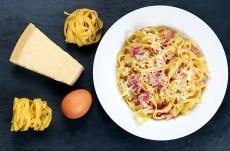 Deliciosa receta de fetuccini carbonara con pancetta y parmesano