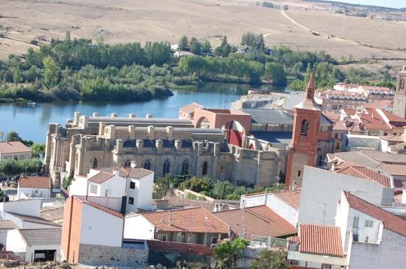 La inacabada basílica de Santa Teresa en Alba de Tormes (Salamanca)