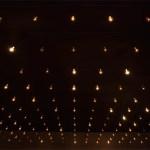 Pulse room, obra del artista mexicano Rafael Lozano-Hemmer, expuesta en la galería nc-arte hasta el 20 de diciembre de 2014.