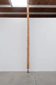 Columna por Santiago Reyes Villaveces, parte de la exposición Contramuro, 2015. Fotografía por Sebastián Cruz.