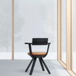 Silla Rival diseñada por Konstantin Grcic, de la serie Beauty por Giovanna Massoni y Dieter van den Storm, en la bienal internacional de diseño de Saint-Etienne, 2015.