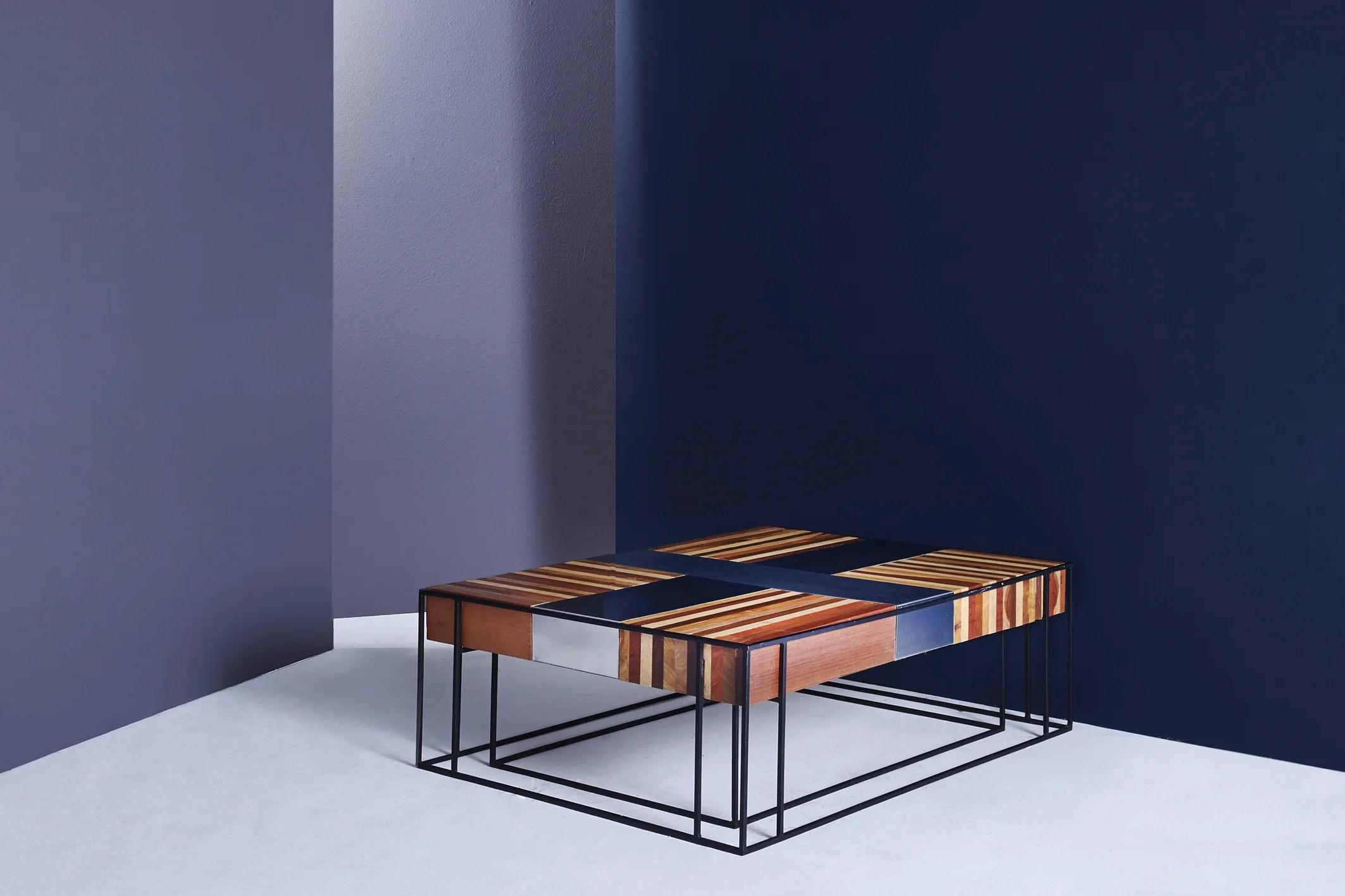 Mesa Cruz de Acero. Medidas: 1.10cm * 80cm / 34.5cm alto Materiales: hierro, madera, acero inoxidable.