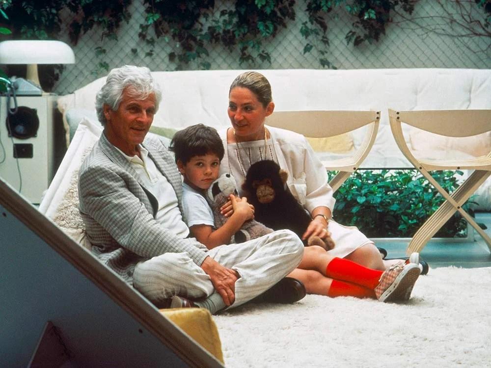 El diseñador Pierre Paulin y su familia.