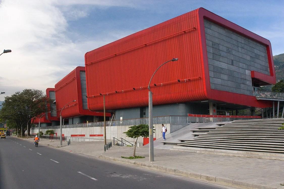 El Parque Explora, en Medellín, uno de los finalistas, fue diseñado en 2008 por el arquitecto Alejandro Echeverri Restrepo.