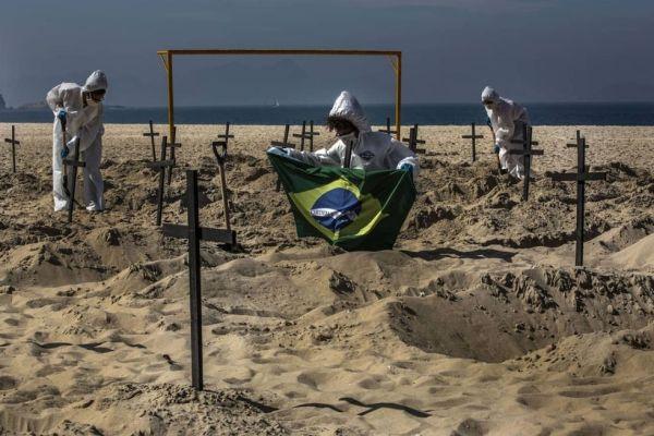 """Un filme de terror"": fotografiar el covid-19 en Brasil"