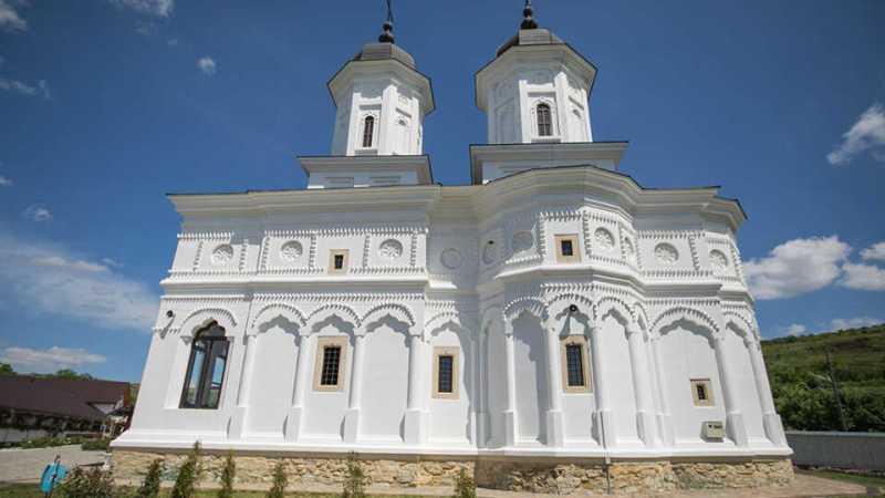 manastirea-fastaci