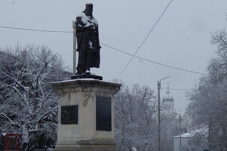 Istoria statuii cronicarului Miron Costin