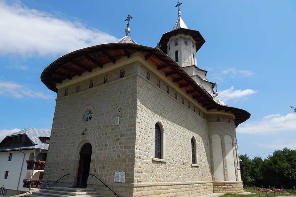 Măgura Ocnei, mănăstirea din cer
