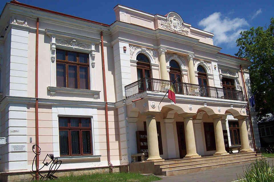 Casa Pogor, casa cu ferestre luminate