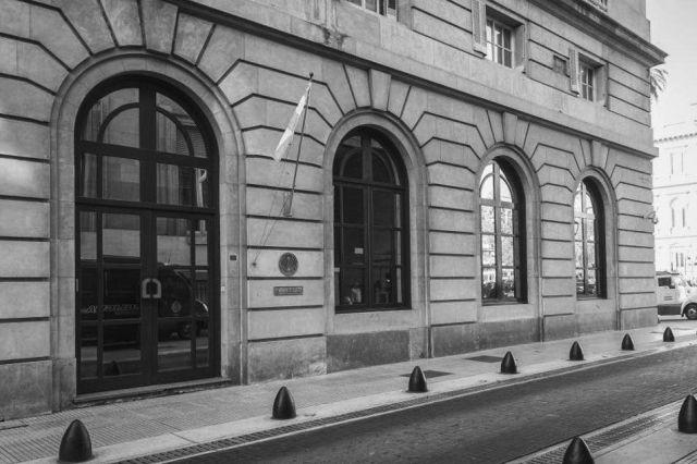El edificio de la AFI, frente a la Casa Rosada. Emblema de un poder que nadie ve.