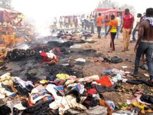 Equipes de resgate e moradores se reúnem no local de duas explosões em um mercado na cidade central de Jos, capital do estado de Plateau, em maio de 2014. Foto: AFP/Getty Images
