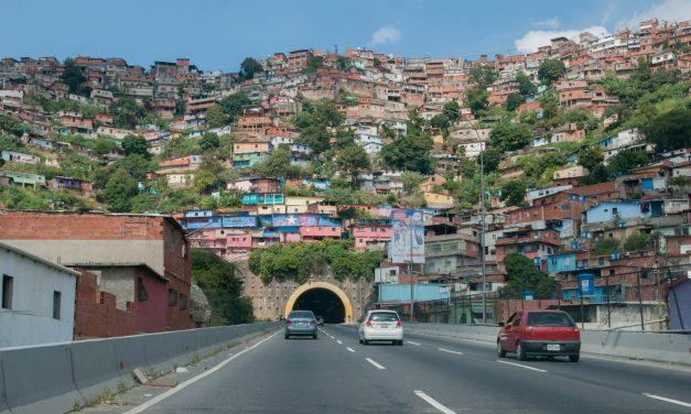 """La ciudad detrás de las páginas. """"Caracas Muerde"""", de Héctor Torres"""
