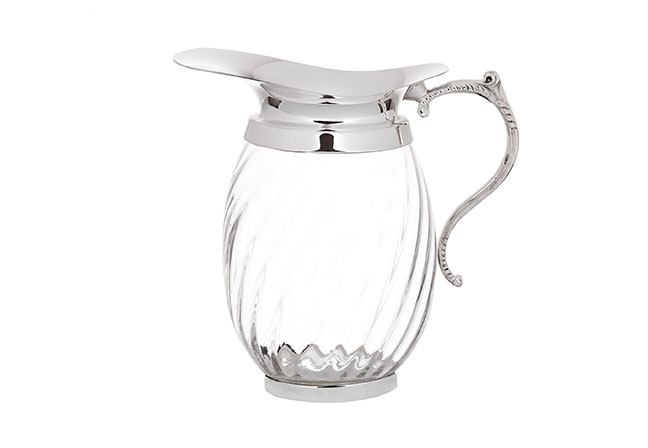 SOTTILE CASA | Produzida em cristal e prata Shefield Plate, o modelo apresenta um design clássico para servir elegantemente em todas as ocasiões